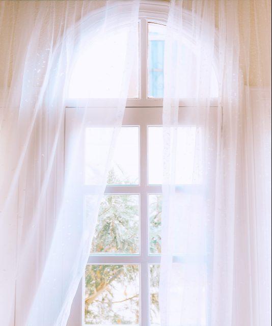 Bonnes énergies qui entrent par une fenêtre